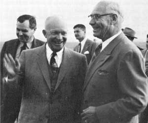 Hugo_Aronson_and_President_Eisenhower_1954