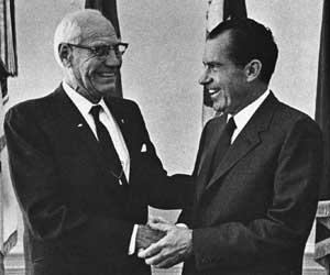 Hugo_Aronson_and_President_Nixon_1969